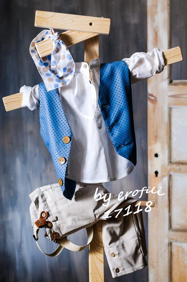 Βαπτιστικό κοστούμι για αγόρι με μπεζ παντελόνι, λευκή πουκαμίσα και μπλε γιλέκο 17118