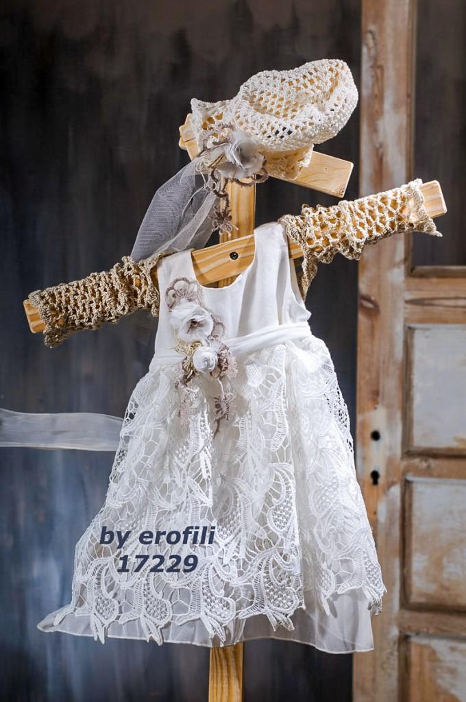 """Χειροποίητο βαφτιστικό φόρεμα 17229 από την σειρά """"girls collection spring summer 2017"""" του οίκου Ερωφίλη. Βαπτιστικό φόρεμα με φούστα από αλπικέ εκρού δαντέλα διακοσμημένο με λεπτή ζώνη και χειροποίητα λουλούδια. Συνδυάζεται με πλεκτό μπολερό και πλεκτό σκουφάκι με χειροποίητα λουλουδάκια για τα μαλλιά."""