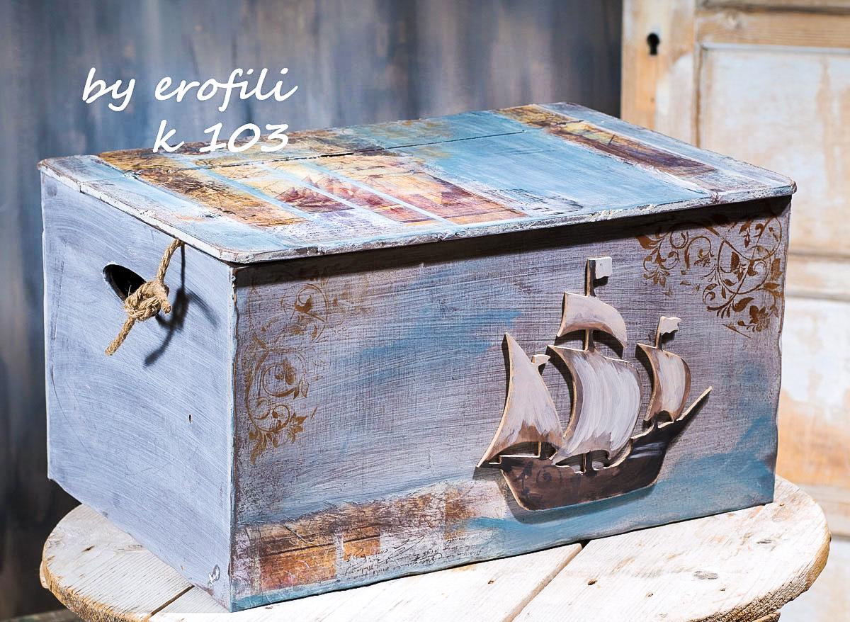 Βαπτιστικό κουτί ντουλάπα για αγόρι 103 by erofili.   Χειροποίητο κουτί ξύλινο με αποθηκευτικό χώρο.  Ζωγραφιστό στο χέρι σε μπλε και καφέ αποχρώσεις με έντονα νερά σε θέμα ναυτικό. Συνδυάζεται με την αντίστοιχη λαμπάδα καθώς και το λαδοσετ. Στο κατάστημα μας θα βρείτε μεγάλη συλλογή από βαφτιστικά υψηλής ποιότητας και αισθητικής, λαδοσετ, μαρτυρικά, ευχολόγια, λαμπάδες μπομπονιέρες και ότι άλλο μπορεί να χρειαστείτε για την βάφτιση.