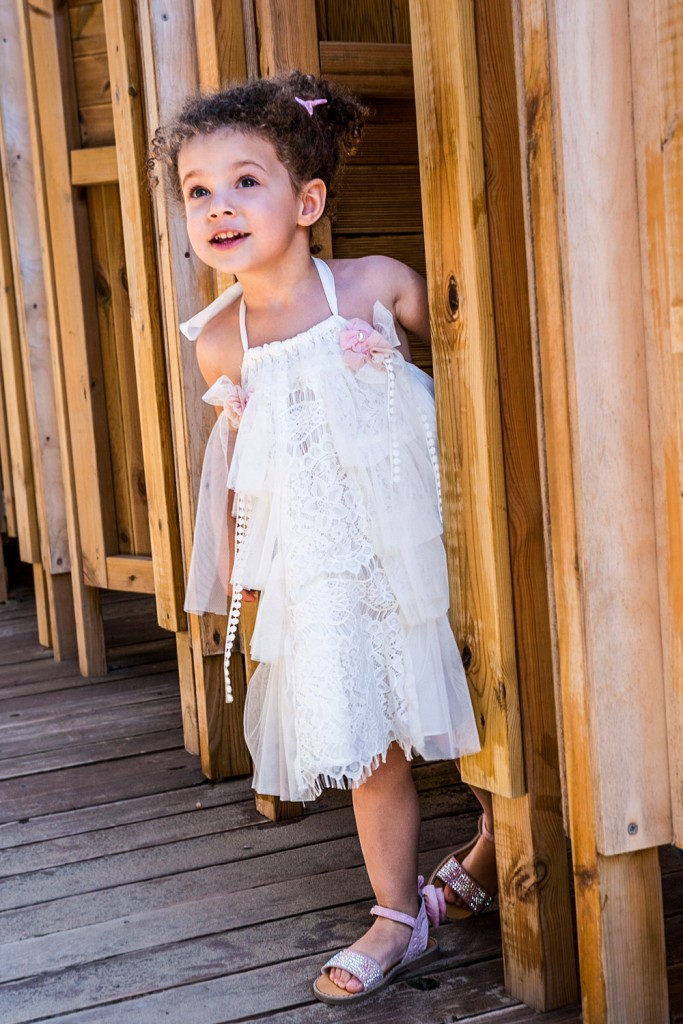 Bambolino βαπτιστικό ρομαντικό φόρεμα εκρού από δαντέλα και τούλι. Συνδυάζεται με κορδέλα για τα μαλλιά