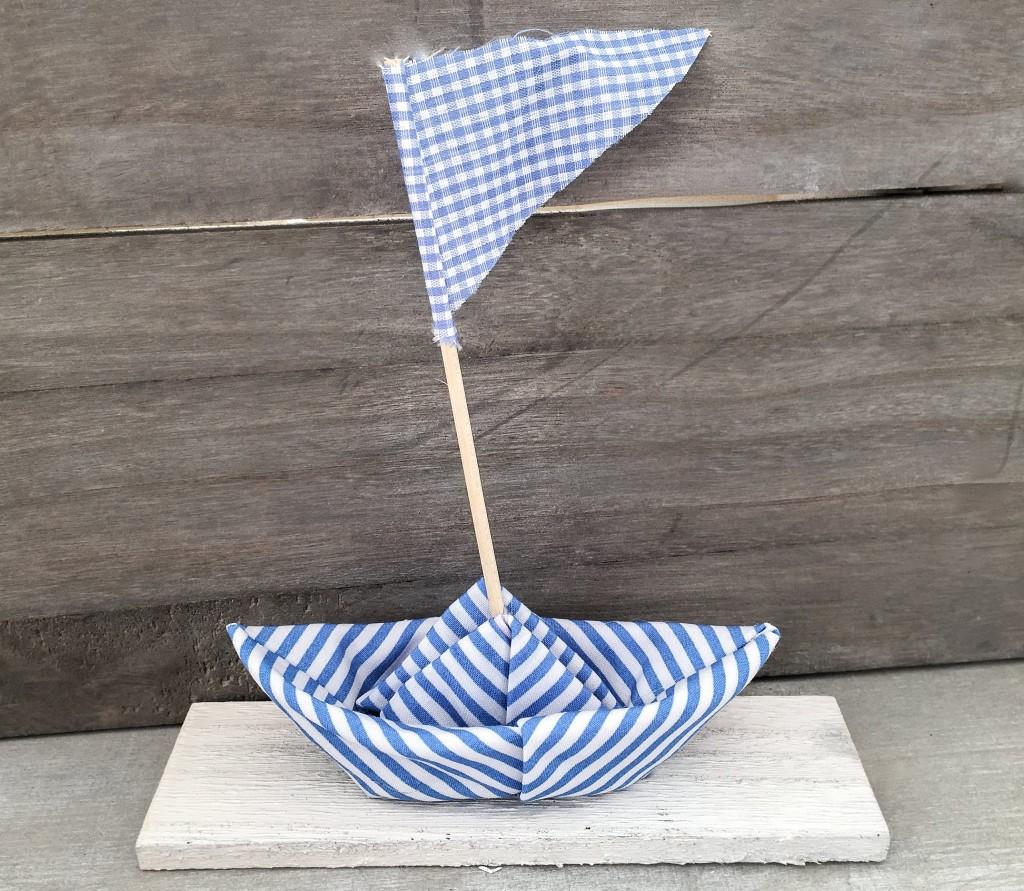 Χειροποίητη πάνινη βαπτιστική μπομπονιέρα ριγέ γαλάζιο καραβάκι