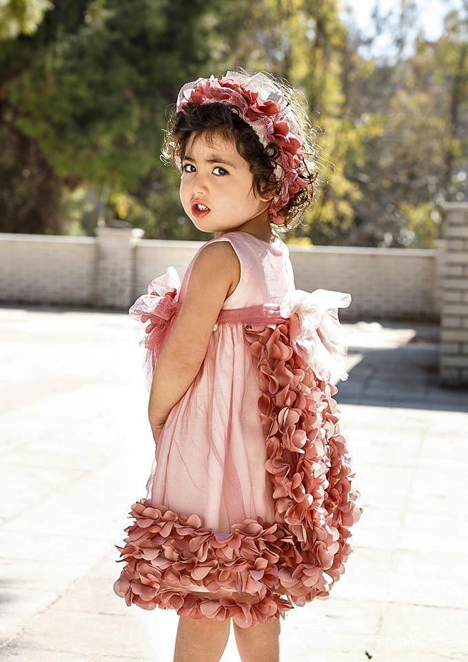 Βαπτιστικό φόρεμα New Life σε χρώμα σάπιο μήλο με εντυπωσιακή πλάτη. Συνδυάζεται με κορδέλα για τα μαλλιά και διατίθεται και σε εκρού χρώμα. Διατίθενται και λαδόπανα με τα ίδια υφάσματα.