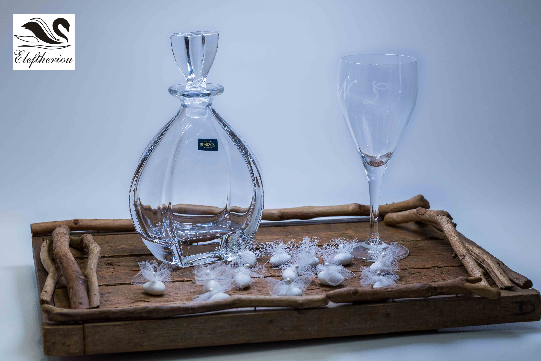 Χειροποίητος ξύλινος δίσκος γάμου σετ  με κρυστάλλινη καράφα και ποτήρια σαμπάνιας