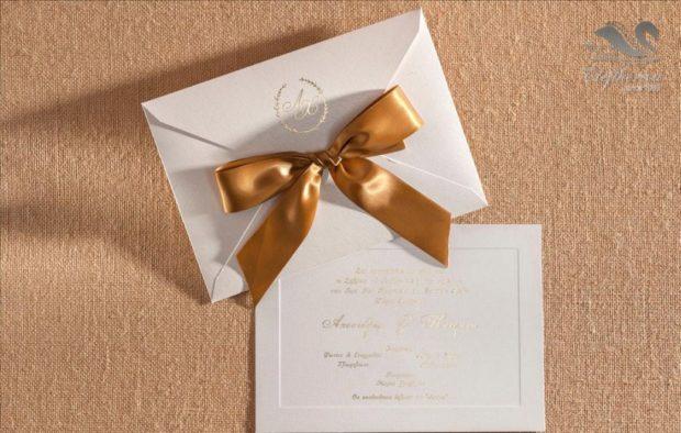 Γαμήλιο προσκλητήριο με φιόγκο Προσκλητήρια γάμου σε υπέροχα μοναδικά σχέδια διαχρονικής ποιότητας_NEPRGA_008
