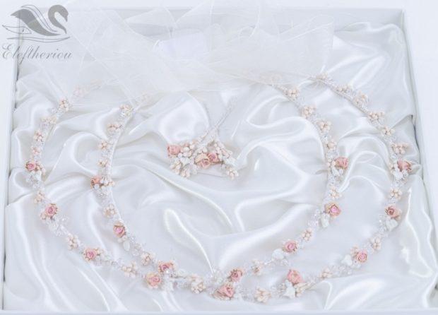 Ρομαντικά στέφανα γάμου με λουλούδια