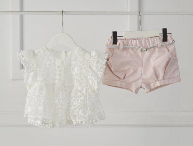 Βαπτιστικό ρούχο για κορίτσι μπλουζάκι με κέντημα και σορτσάκι ροζ με ασημένια ζώνη